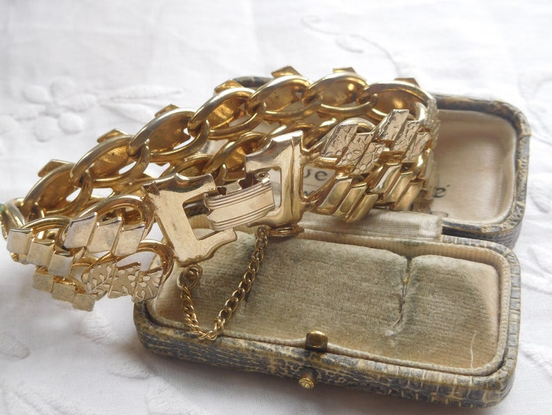 Lovely Chunky Vintage 1960s Champagne Gold Tone Chain Link Cuff Bracelet