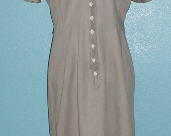 """60s Vintage """"Toni Todd"""" Tan Cotton Shirt Dress —  Loads of Buttons! Modern Size 8 or 10"""