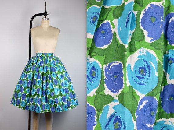 Vintage 1950's Blue Rose Novelty Print Cotton Circ