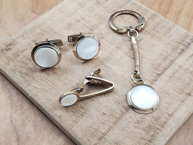 Gift for Guy Tie Bar and Key Chain Matching Set Vintage Mother of Pearl or Shell Look Round Gold Tone Cuff Links Men/'s Accessories