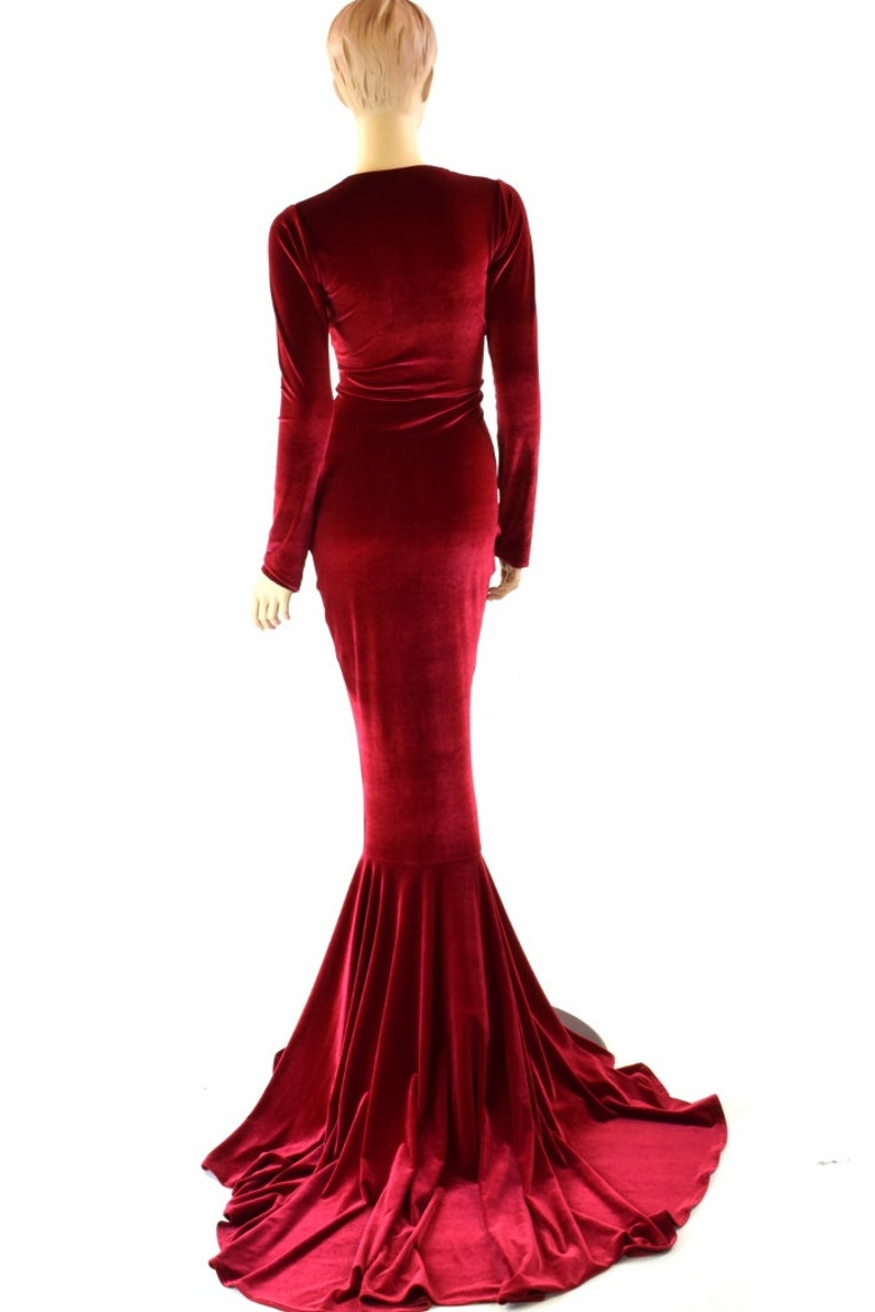 Bewitching Long Red Velvet Gown with Scoop Neckline Long image 0