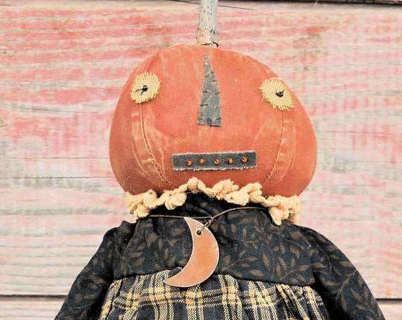 "Primitive Standing Halloween Pumpkin Doll Holding ""Happy Halloween"" Garland"