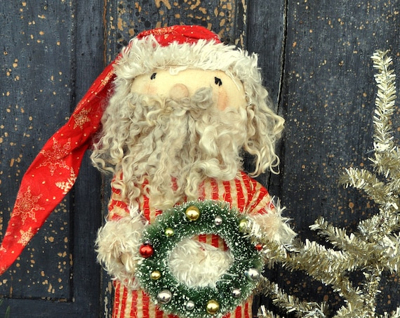 Primitive Standing Santa with Wreath