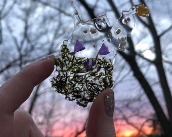 West Virginia State Floral Resin Keychain with Pressed Flowers