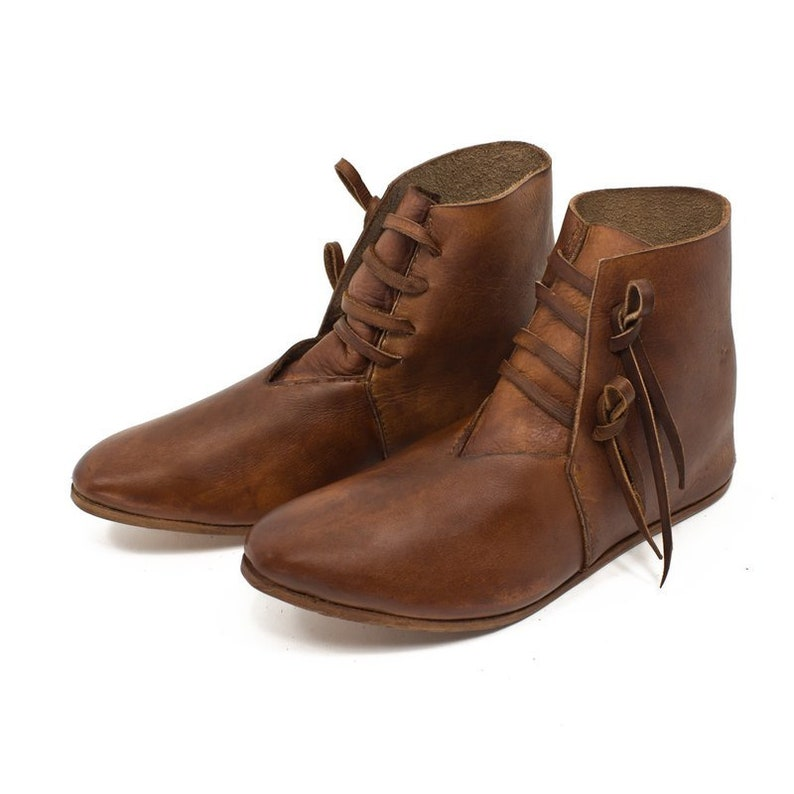 Late medieval half-boots with laces. Sizes available: from 26 Brown