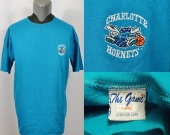 96d40b562 Vintage 1990 s The Game Charlotte Hornets Embroidered Stitched T-Shirt Blue  NBA Basketball Muggsy Bogues Larry Johnson Glen Rice Dell Curry