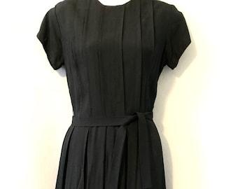 Vintage 1960s Black Sheath Casual Simple Pleated Day Dress B36
