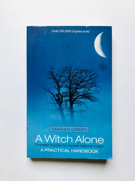 A Witch Alone: Thirteen Moons to Master Natural Magic - Marian Green - 1995