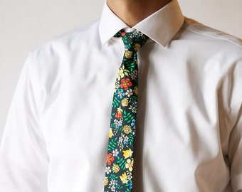 Vert Liberty de Londres cravate, cravate homme vert, floral cravate, cravate vert mousse, cravate vert, vert floral cravate, blue floral cravate, eloise