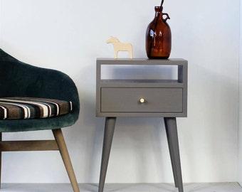 Entzuckend Graue Massiv Eiche Nachttisch | Nachttisch | Schlafzimmer Möbel | Möbel Grau  | Moderne Möbel | Mitte Des Jahrhunderts Nachttisch NO 03 EP