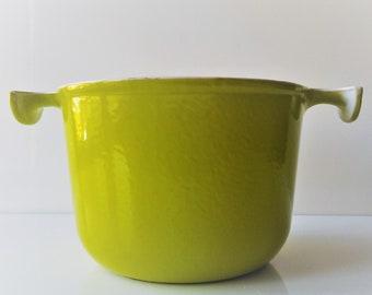 Vintage français saucepan cast iron enamelled apple green color Le creuset France/DESIGN ENZO MARI /kitchen side/kitchenware/French country