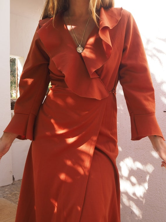 VINTAGE 70s WRAP DRESS // Vintage Ruffle Neck Rust