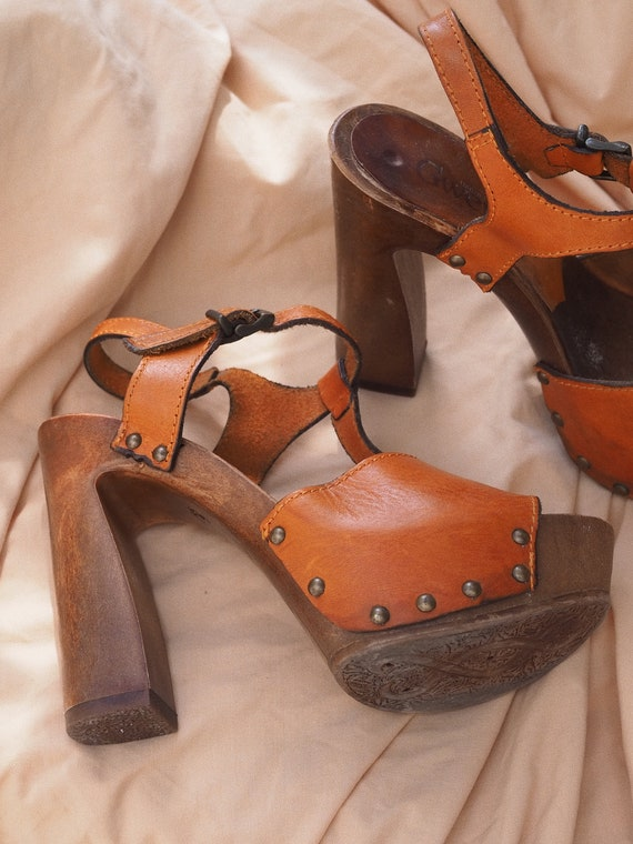 VINTAGE SHOES // Platforms Wooden Heels // Vintage