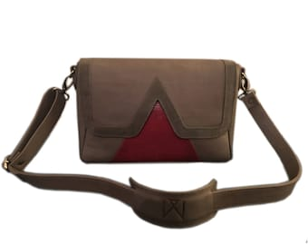 """V"" taupe and Red Lizard cowhide suede and leather Messenger bag."