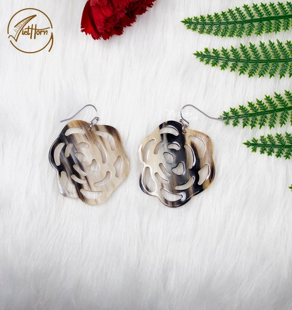 Horn /& Lacquer Earring Hoop Earrings Vintage Jewelry Vietnam Craft Buffalo Horn Jewelry Sculpture Flower Horn Earrings Circle Earring