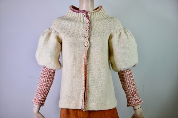 1970s ~ beige cream knit long sleeve pull over sweater w cat print