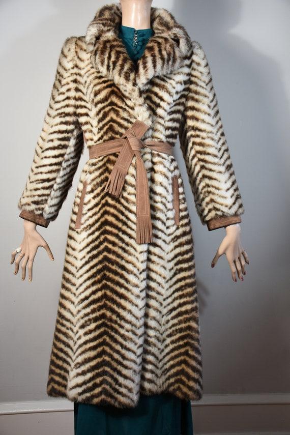 CARRIE BRADSHAW vintage 60s 70s faux fur chevron c