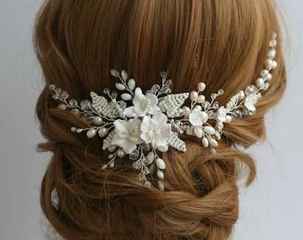 White Flower Bridal hair comb Wedding hair comb Flower Bridal hair accessories Bridal headpiece White Wedding hair accessories