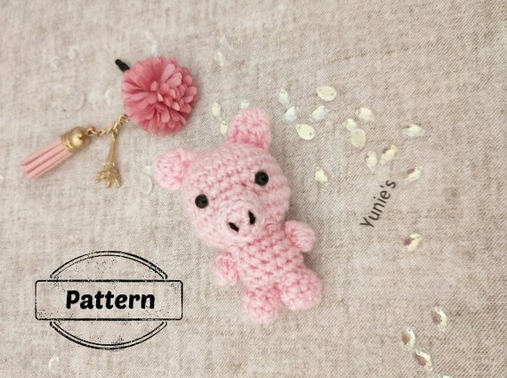 Crochet Keychains- 20 Cute and Fun Patterns to Make | 425x570