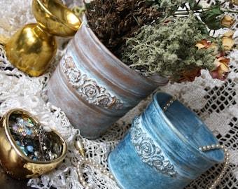 Vintage, shebbi chic metal buckets, pots