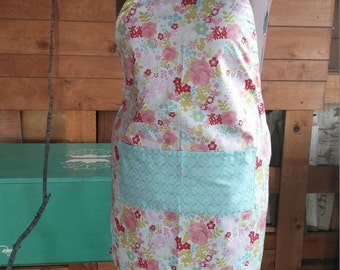 Cute floral apron with pocket, adjustable to plus size