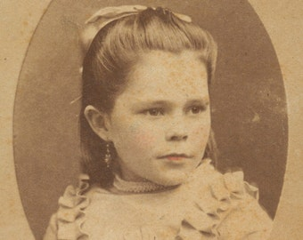 Beautiful Lightly Tinted CDV Of Little Girl Carte De Visite Child