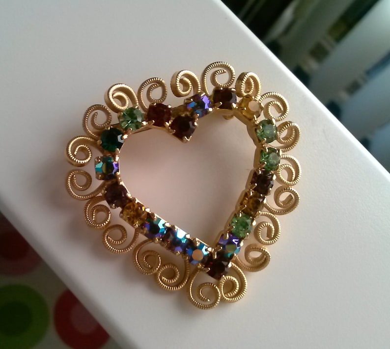 Stunning Vintage Colored Rhinestone Heart Pin Brooch with Goldtone Filigree Outline Design
