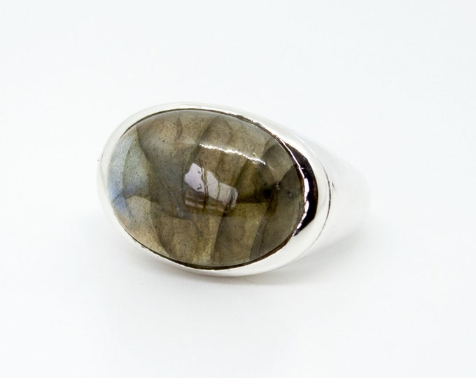 Ring with oval stone - several stones available