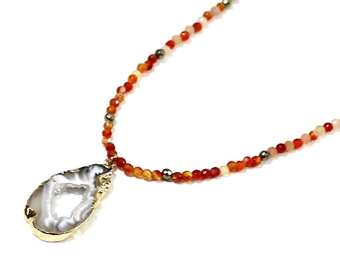 Necklace with a carnelian and agate