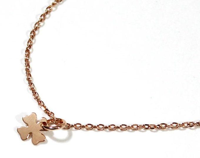 a 4 leaf clover pendant necklace