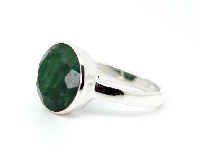 Ring with a round Emerald (other stones available)