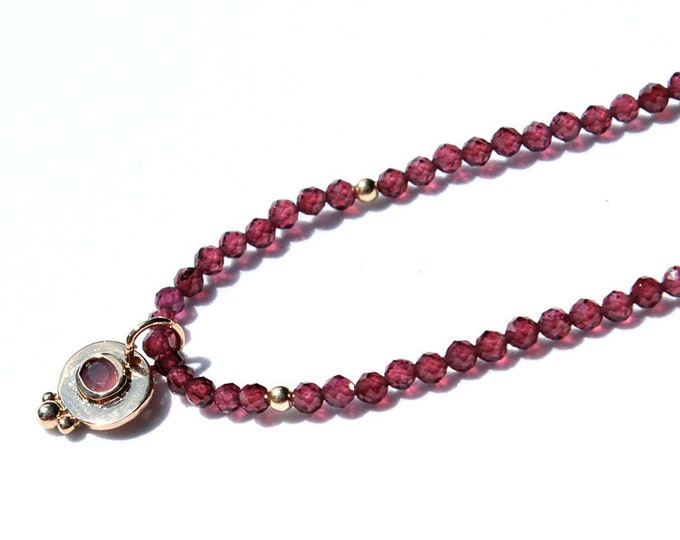 Garnet pendant chocker