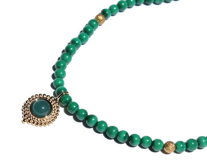 Necklace with Malachite gems and a pendant