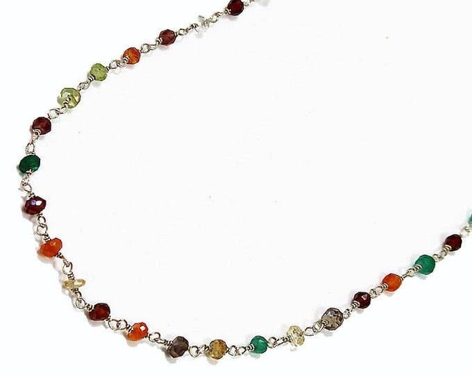 Necklace with chain and multicolored pearls