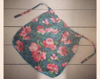 1950's Apron - Pink flowers with pocket