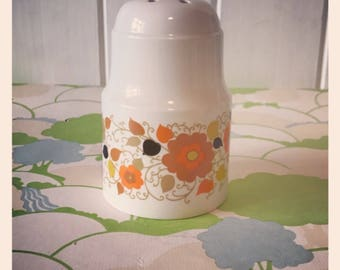1960's Crown Devon Carnaby Daisy Plain sifter - Designed by Mary Quant