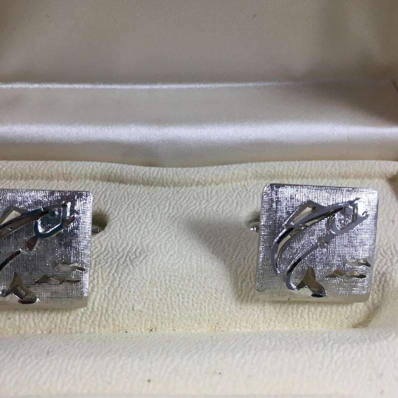 VTG SWANK silver tone Mens Fish cuff links and tie bar set in box Fish theme fisherman