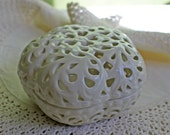 Box with Lid. Reticulated Bowl in Ivory Color. Porcelain Trinket Box. Decorative Bowl with Cover. Scent Burner by Oleg Cassni.