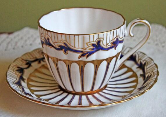 royal chelsea tasse et soucoupe porcelaine anglaise tasse et soucoupe th ou caf mis en or. Black Bedroom Furniture Sets. Home Design Ideas