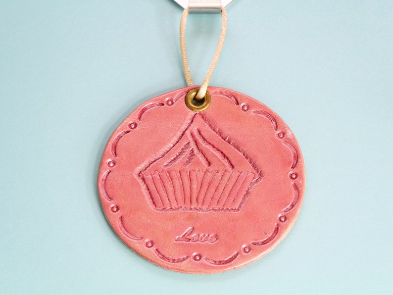 Cupcake Leather Wall Hanging, Leather Door Hanger, Handmade Birthday Gift  Mom, Housewarming Gift, 3rd Leather Anniversary Gift, Sister Gift
