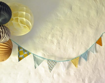 Graphic pennant wreath