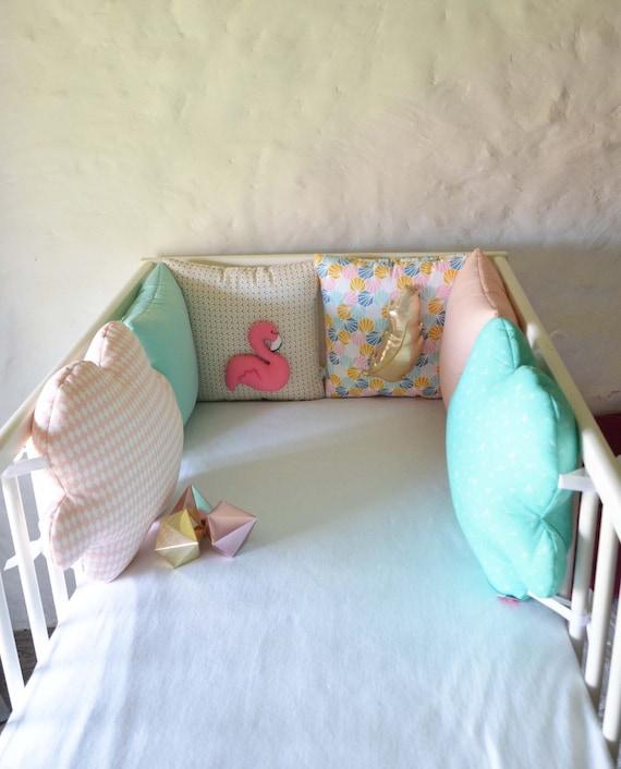 DISPO MAINTENANT Tour de lit bébé flamant rose et plume   Etsy