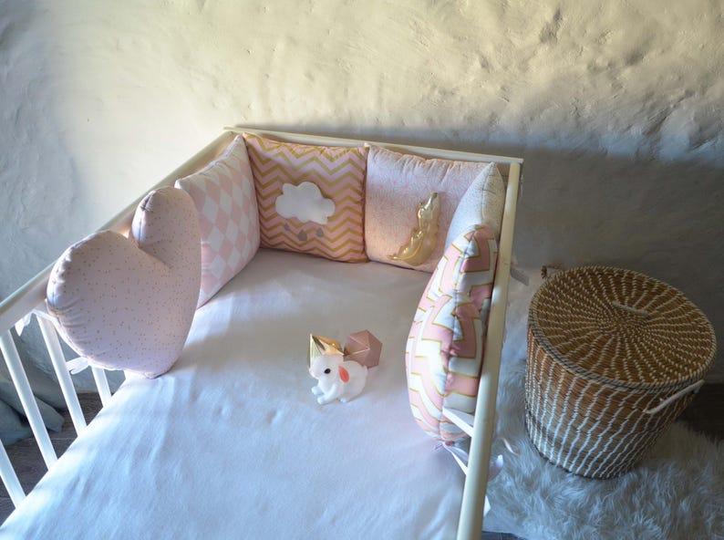 Tour de lit bébé fille \'Un Coeur en or\' coeurs nuage | Etsy
