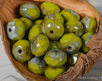 Holy Guacamole! (10) - Czech Glass Bead - 6x8mm - Faceted Rondelle