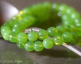Green Apples (30)  - Czech Glass Bead - 6mm - Round Druk