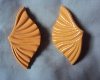 Gorgeous Peach shell metal clip on earrings