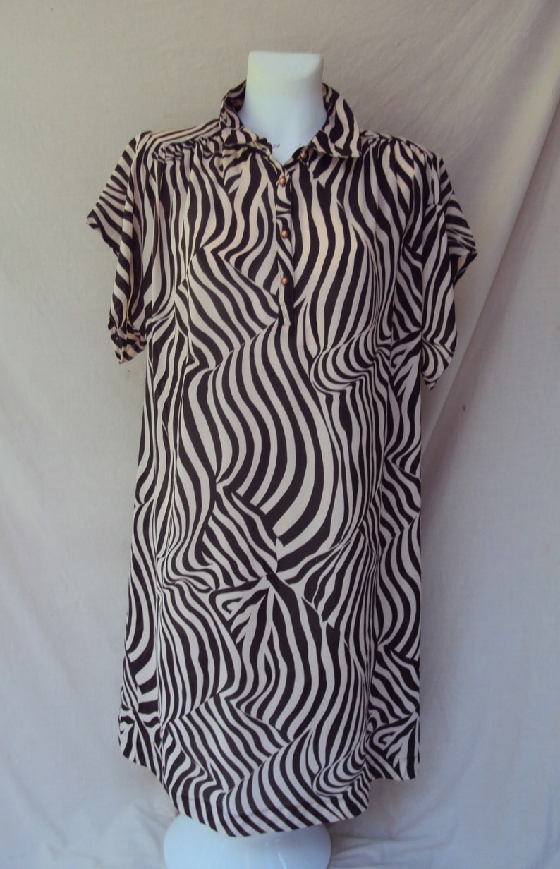 Mirrors Melbourne sheer abstract geometric zebra brown beige dress with pearl buttons size medium Vintage tribal dress