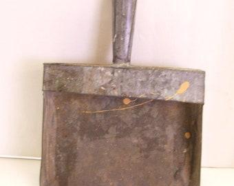 Vintage Tin Dustpan Gray Metal Primitive Industrial Shop Good For Tole Painting Folk Art