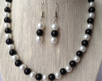Black and White Pearl Wedding Necklace, Black and White Wedding, Bridesmaid Gift, Black Beaded Necklace, Bridesmaid Jewelry, Pearl Jewelry