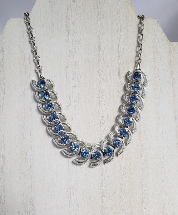 Beautiful Vintage CORO Silvertone necklace with Pe